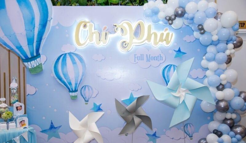 Trang trí đầy tháng cho bé Chí Phú chủ đề Up Up Away