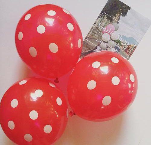 Bong bóng chấm bi màu đỏ trang trí tiệc