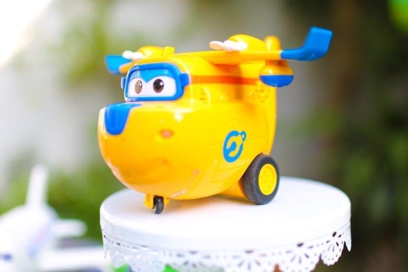 Mô hình máy bay đồ chơi cũng được một góc tỏa sáng