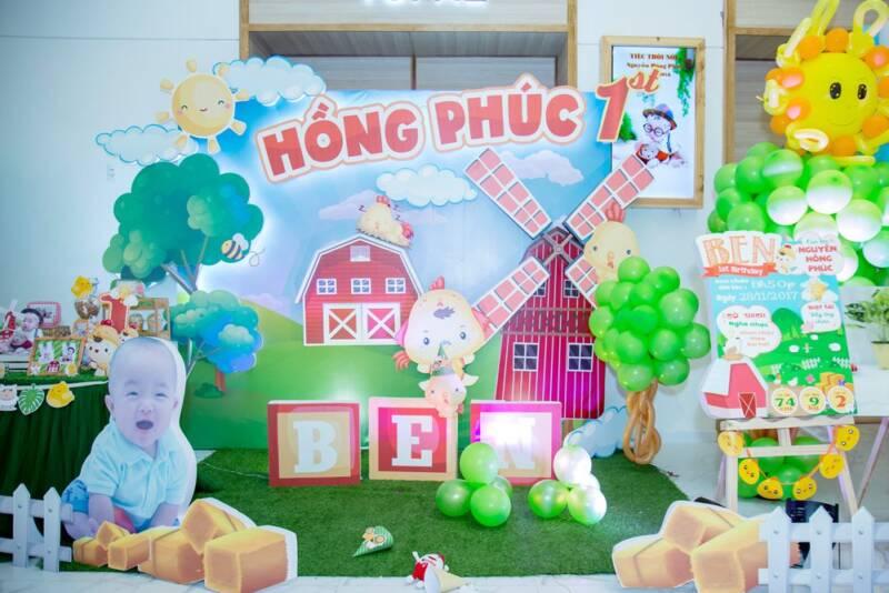 Trang trí backdrop theo chủ đề nông trại gà con