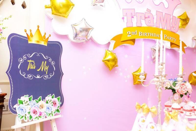 Trang trí bảng phấn sinh nhật cho bé