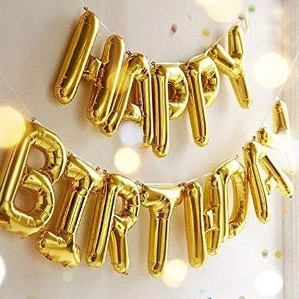 Treo dây chữ happy birthday bằng bong bóng trên tường